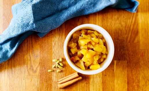 Ayurvedischer Apfelkompott mit Zimt und Kardamom