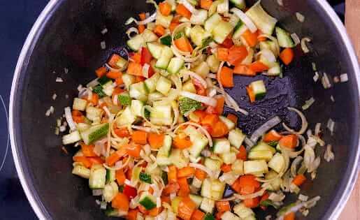 Einfache und schnelle ayurvedische Gemüse-Suppe